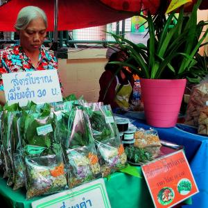 Woman selling vegetable snacks in a Thai market